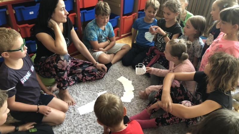 Hry, výuka i beachvolejbal na Letním kempu na ZŠ Brno Novolíšeňská
